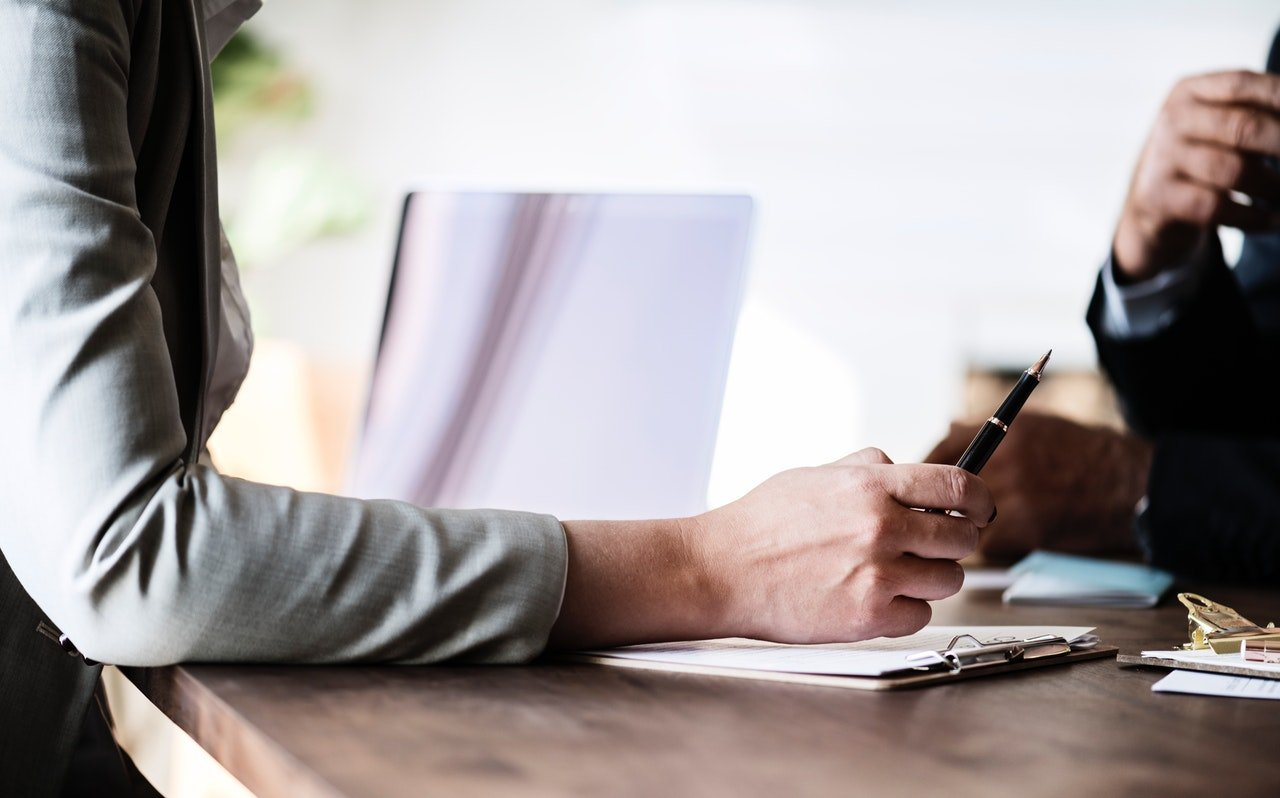 You are currently viewing Contrato de Servicios Vs Contrato de Trabajo